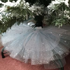 Tulle Christmas Tree Skirt! DIY over on the blog! - H