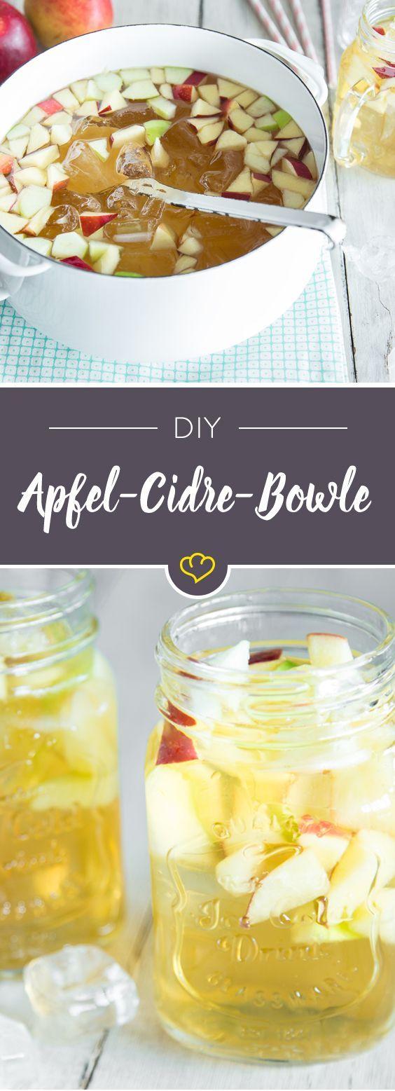Äpfel auf Tauchstation: Knackig und frisch hüpfen sie als kleine Würfel in eine große Schale voll erfrischender Bowle aus Ginger Ale, Cidre und Calvados.