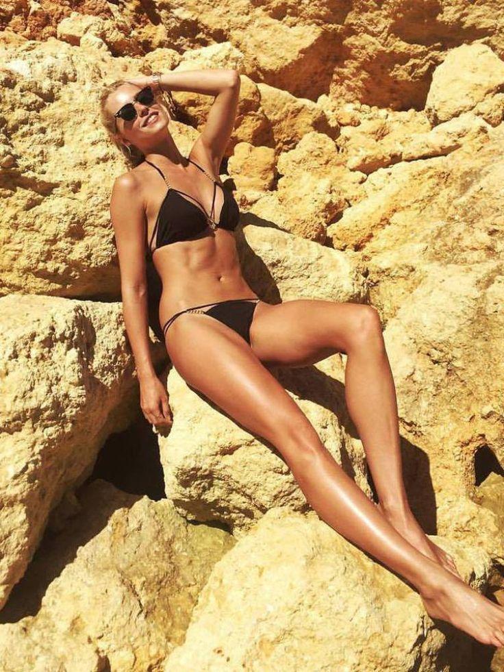 Wehmütig blickt Lena Gercke auf ihren vergangenen Sommerurlaub zurück und postet passend dazu ein heißes Bikini-Foto.
