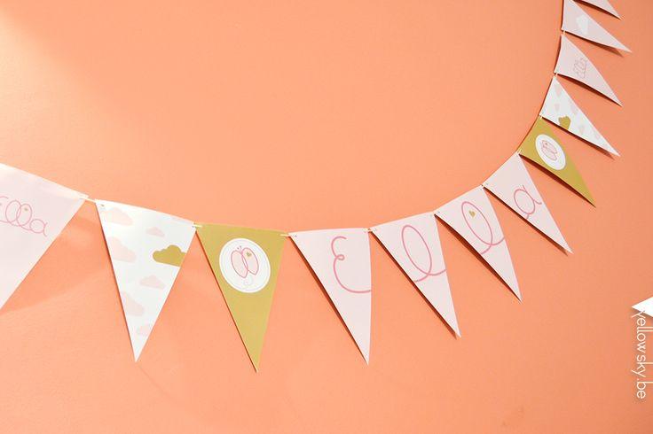 Unieke vlaggenlijn voor Ella. Designed by Yellow Sky. #geboorte #roze #vlag #goud #vlinder #wolk
