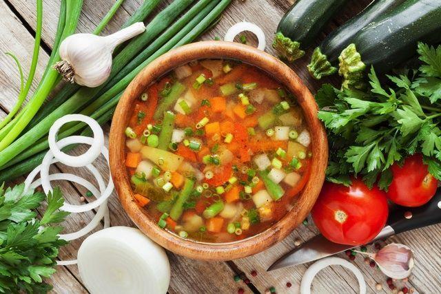 「野菜スープダイエット」という、シンプルだけど効果的なダイエット方法をご存知ですか?ビタミンやミネラルたっぷりの野菜が入ったスープを、美味しく食べるだけ!野菜がもつパワーやダイエットの方法、レシピなどをご紹介します。 (3ページ目)