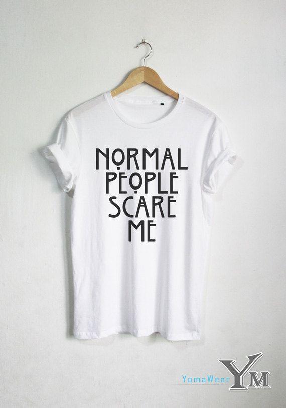 Normale Menschen erschrecken mich T-shirt Horry Story von YomaWear