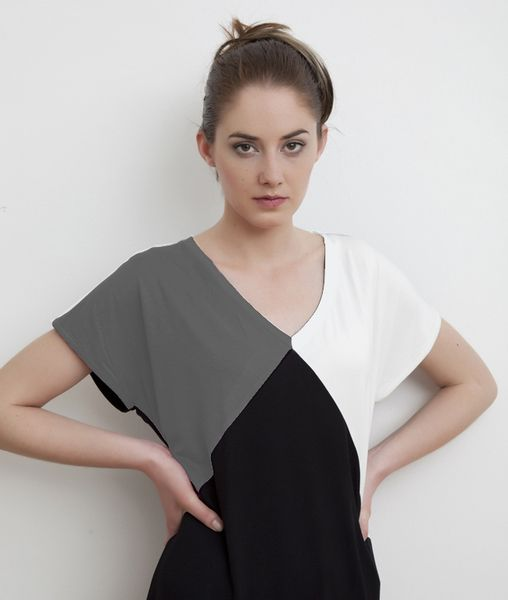 Monochrome geometric spliced tee top