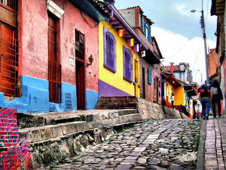 La Candelaria, Bogota, Colombia. Do you want to wander through some beautiful landscapes – from wild jungle to beautiful highlands and beaches – while practicing your Spanish with some of the friendliest locals in Colombia? Visit sharelingo.org/visit-colombia to find out more about our Cultural Trip.