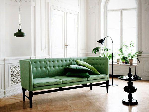 De &tradition Mayor sofa is een van de toppers onder de zetels. Doordat hij iets weg heeft van de sixties sofa's van vroeger, maar toch in een modern jasje is gestoken, is het een echte designklassieker.