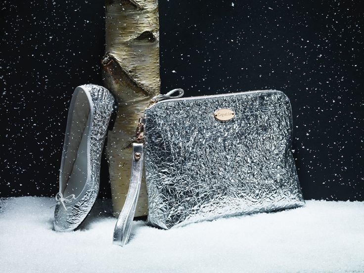 More lovely surprises will be on stage: the purse 'Grand Pas' and the ballerina 'Cendrillon' with aluminium effect to join the Dance of the Snowflakes…  Purse 'Grand Pas': http://bit.ly/1EVetyR Ballerine 'Cendrillon': http://bit.ly/11y5CH3