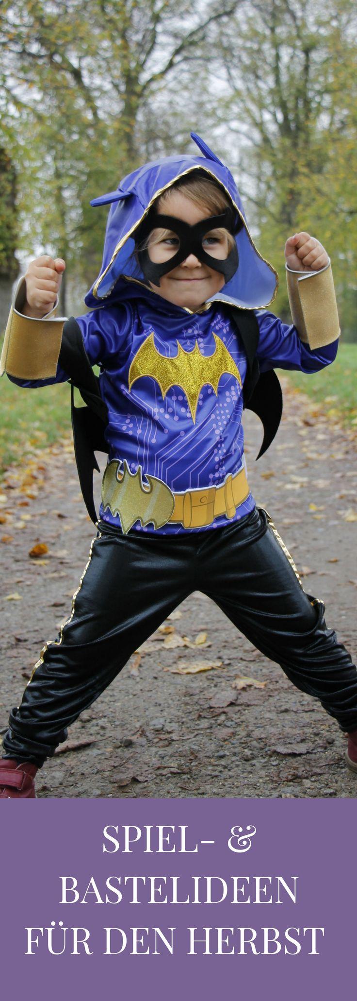 Eine Spielidee für den Herbst ist sicherlich Verkleiden. Kostüme und Verkleidungen für Kinder regen die Fantasie der Kinder an und fördern das Rollenspiel. Eine Verkleidungsidee  bzw. eine Superheldin-Verkleidung von den DC SUPER HERO GIRLS und eine Herbst-Bastelidee für Fledermäuse aus Tonpapier findet man hier. - #Werbung #cbj, #cbjaudio, #Rubies #Gewinnspiel, #WarnerBros #WBWerbung, #GratisWB-Material #DCSuperHeroGirls #GirlPower