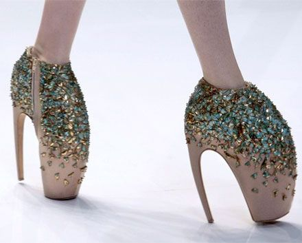 You have GOT to be kidding me!!! shoes  Alexander McQueen lobster shoes claw  runway fashion haute couture fashion
