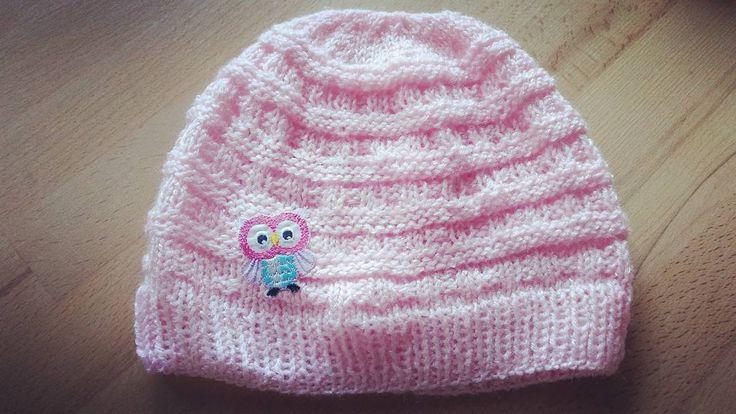 Und noch eine Mütze. Sieht aus als wenn ich Langeweile hätte. Stimmt nicht. Aber auch wenn es noch so spät ist, dabei kann ich entspannen nach einem chaosreichen Tag. Besonders mit meiner hyperaktiven Maus, für die diese Mütze wiedermal ist.  #mütze #kindermode #kindermütze #stricken #strick #selfmade #diy #beanie #gestrickt #rosa #pink #crochet #knitting #instaknitting #eule #wolle #muster #loveit #likeforlike #l4l