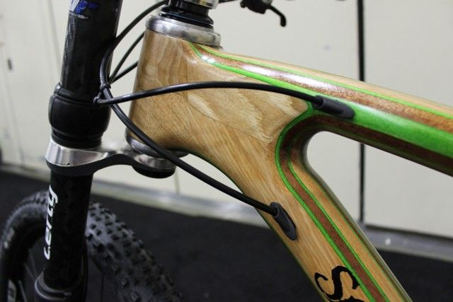Nice internal cable routing on this Savvy wooden bike (Photo: Ben Coxworth/Gizmag.com)