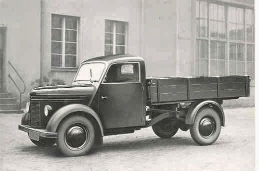 V500 and V501 light truck. Powered by a 500cc DKW two-cylinder, two-stroke engine, in either air-cooled or water-cooled versions.