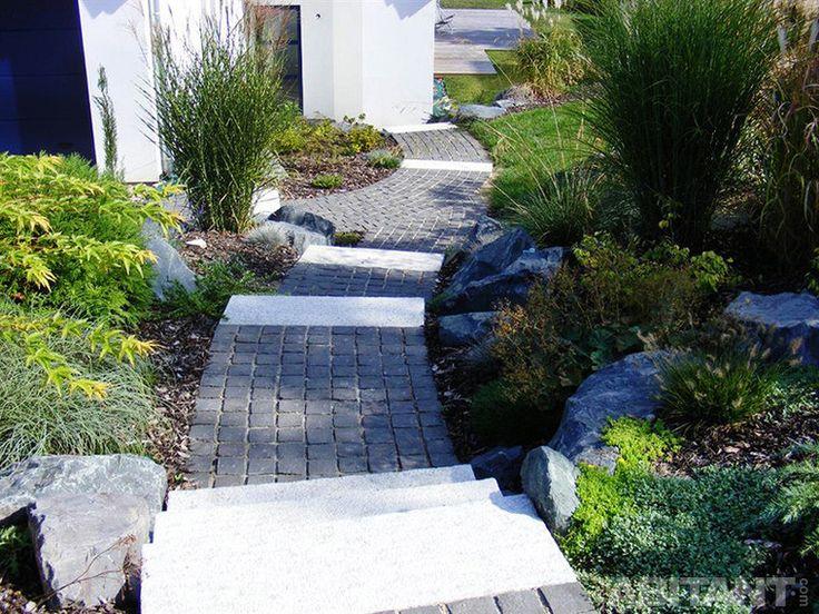 Каскадная садовая лестница с пологим спуском