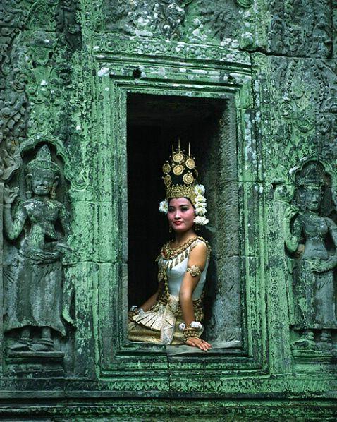 MS-3444 - ID: 63688 © Jim  Zuckerman (Apsara: Cambodia)