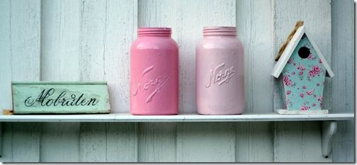 To av Norgesglassene malt på utsiden med restemaling.  Genial bruk av maling til overs. (Av Karen Eidsmo-Sand aka Prinsesse Vilikke)