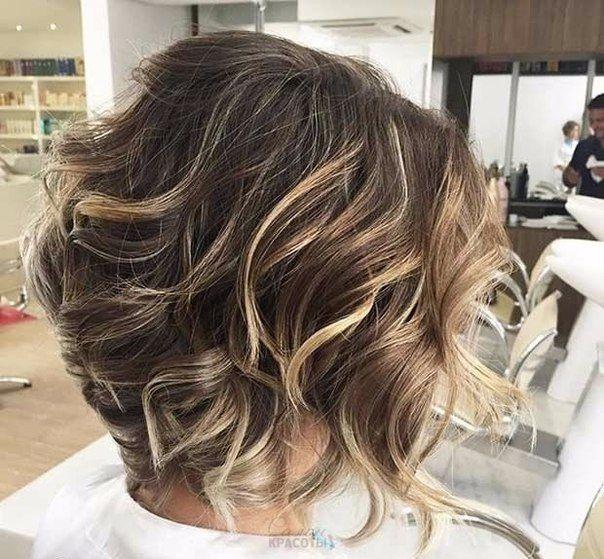 «Лохматые» стрижки идеально подходят для обладательниц тонких мягких волос. С таким типом волос обычно сложно носить пышные прически. На помощь приходят каскадные стрижки, которые предполагают разную длину волос, тем самым добавляя объем. Есть и еще одна хитрость – колорирование отдельных прядей, которые позволят создать эффект густой копны волос....