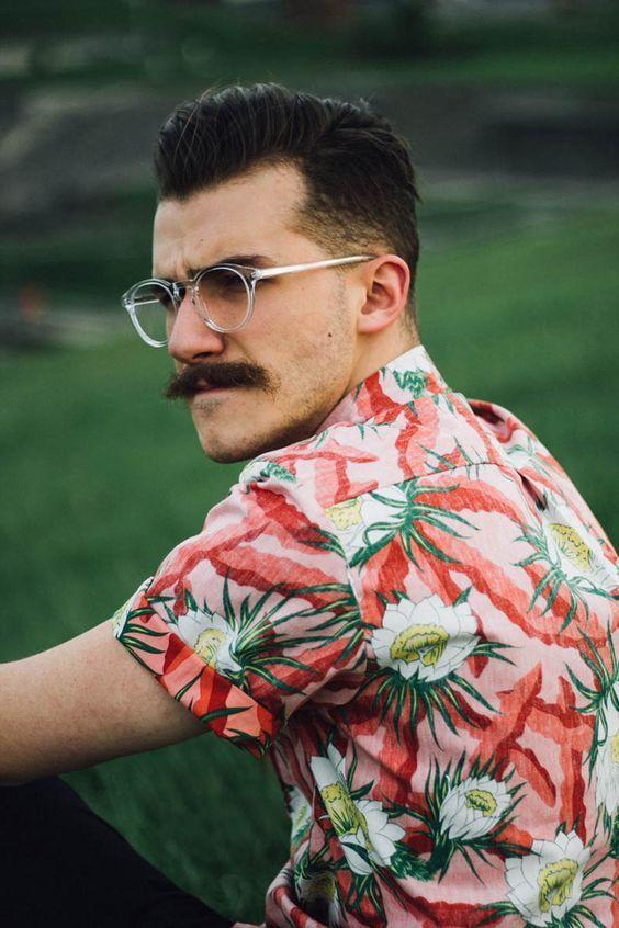 80da38c01c25f Macho Moda - Blog de Moda Masculina  ÓCULOS DE GRAU MASCULINO  Como usar e  Equilibrar no Visual  Camisa Floral