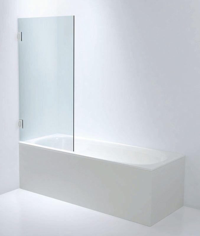 Duschhörna i badkar till vänster med glasvägg