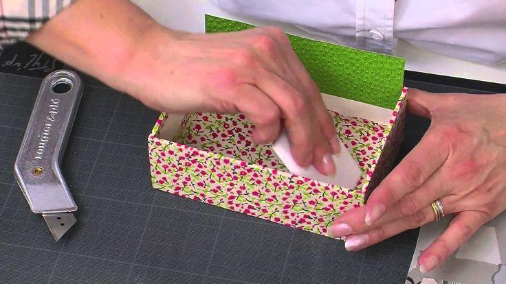 Porta cartão em cartonagem com papel...interessante a técnica...