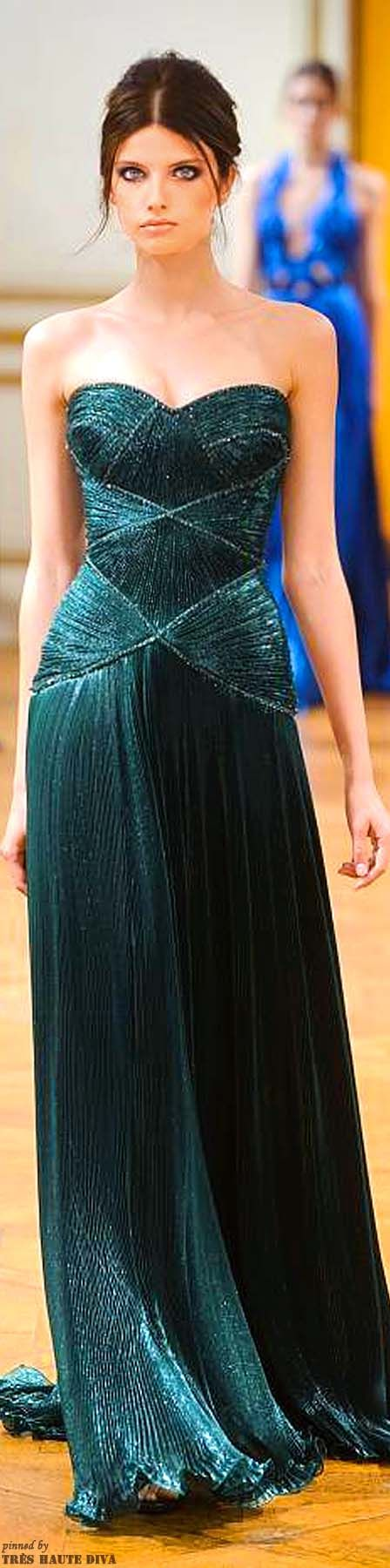 Combina tu pieza de Transparent Sculptural Jewelry/Barcelona-Crystals Collection: Gargantilla tipo de cadena de plata 100% con colgante de drusa verde esmeralda con un vestido como el de Zuhair Murad Haute Couture Autumn/Winter 2013.