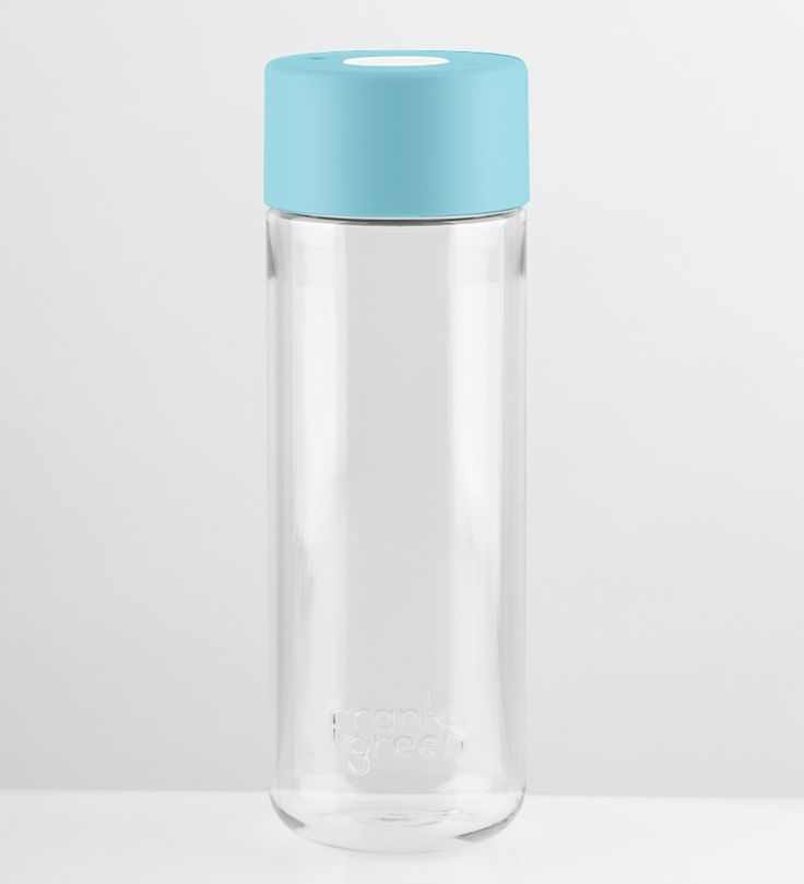 Stylish Customisable Water Bottle | You can choose the colour of the button and lid and it comes with a bonus hydrate app to keep track of your water intake. #waterbottle #customisablewaterbottle #insulatedwaterbottle #glasswaterbottle