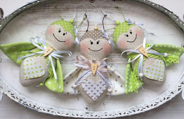 ~~~~ _**3er-Set Süße Marienkäfer - Anhänger aus Stoff**_ ~~~~ _Tolle Deko im Landhaus-/ Shabby-Chic – Stil ! Für's eigene Zuhause oder auch schön als Geschenk!_ ~~~~ Die...