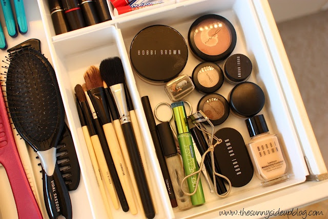 I NEED to do this to my bathroom drawers.