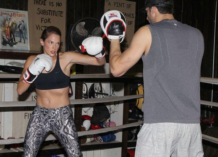 amanda-righetti-boxing-at-a-gym-in-santa-monica-11-13-2015_2.jpg (1200×865)