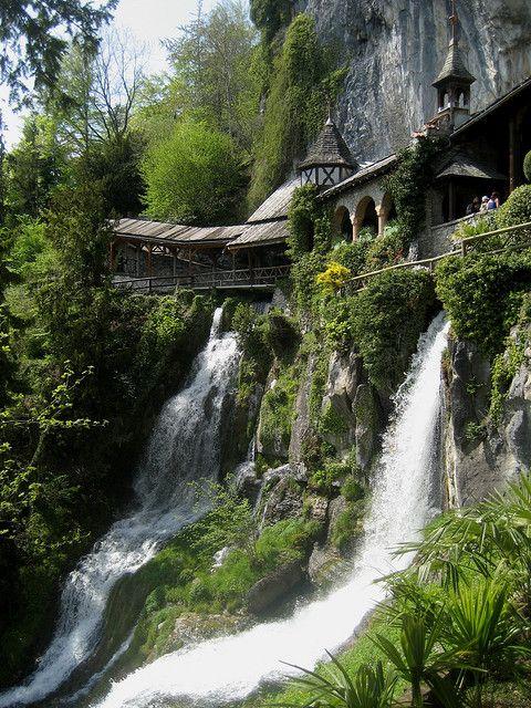 Reise durch die Schweiz : Wasserfälle bei der Beatushöhle