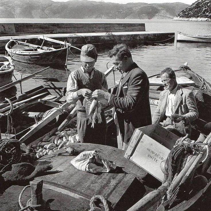 ΙΘΑΚΗ - 1955 -ΨΑΡΑΔΕΣ ΣΤΟ ΛΙΜΑΝΙ - ΦΩΤΟΓΡΑΦΙΑ ΣΠΥΡΟΣ ΜΕΛΕΤΖΗΣ
