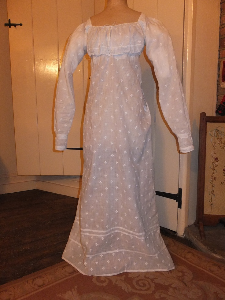 George lV Regency muslin 'apron front' dress circa 1810-15.