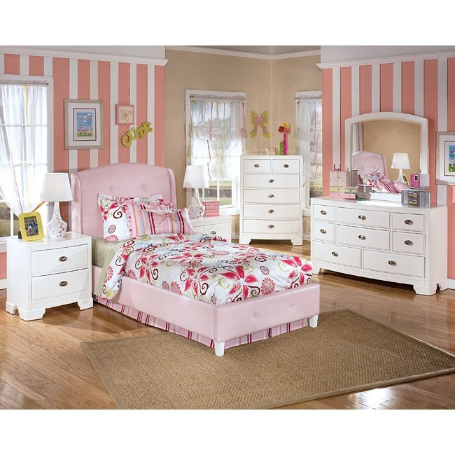 Alyn Pink Bed Bedroom Set Room Fit For A Princess Pinterest Pink Bed Bedroom Sets And Girls