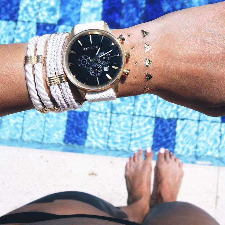 Never ending summer vibes by @santorpe ☀☀☀  Come in store to discover the collection of bracelets ad watches