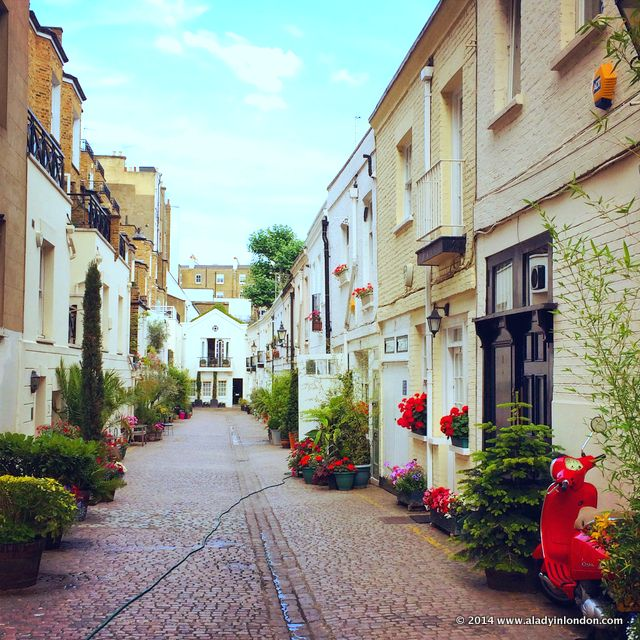 Stanhope Mews in London | http://www.aladyinlondon.com