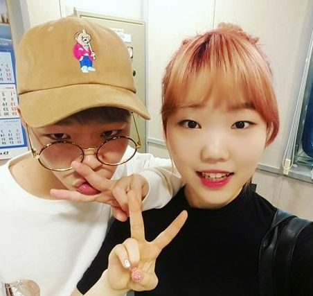 """Akdong Musician recently appeared on SBS PowerFM's """"Choi Hwa Jung's Power Time"""" radio show on May 27, where they talked about their close celebrity friends. During the program, Lee Soohyun says, """"My closest [celebrity friend] is Lee Hi, who's close in age to me, a..."""