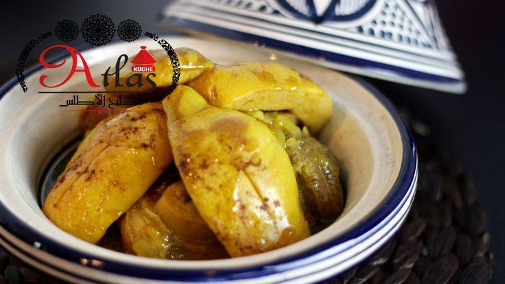 Das Öl im Topf erhitzen und die Zwiebeln darin ausbetten. Fleisch auf die Zwiebeln verteilen, würzen, kurz anbraten lassen und dann mit Wasser ablöschen. Im Schnellkochtopf für 30 Min. bei mittlerer Stufe kochen lassen. Im normalen Topf für 45-50 Min. ebenfalls bei mittlerer Stufe kochen lassen.   In der Zwischenzeit die Quitten vorbereiten. Vorher den Flaum der Quitten entfernen, entweder mit einem Küchentuch oder einfach mit Wasser abwaschen und dann trocken tupfen. Dann vierteln und das…
