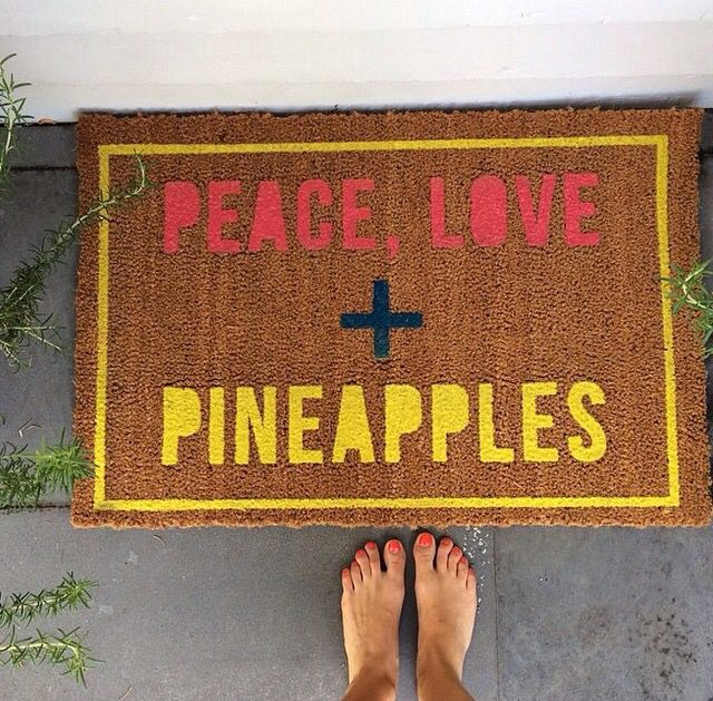 peace, love, & pineapples.