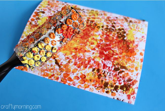 Learn how to make a bubble wrap printed turkey craft using bubble wrap, paint, paper, and a lint roller! It's a fun Thanksgiving art project for kids.