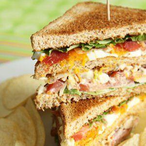 Snack maison du Restaurant Le Saint-Hubert de Briare : Club sandwich.