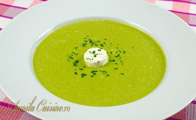 Supa de broccoli, usoara si sanatoasa, plina de vitamine si gata in 20 de minute. Sincer sa va spun, nu ma omor dupa broccoli, nu stiu de ce, dar nu-mi plac