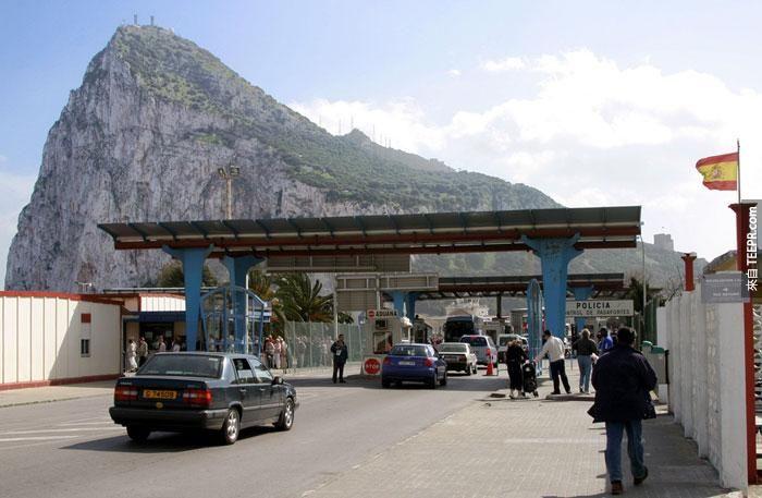 英屬直布羅陀Gibraltar與西班牙之間的邊界:這是兩國邊界的檢查站 (Boundary between Gibraltar and Spain:A Checking Point)