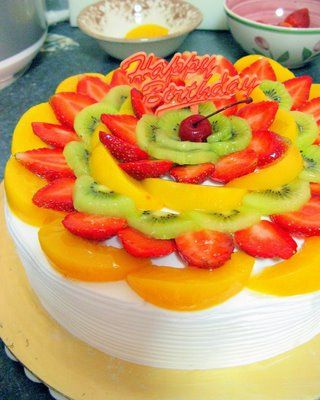 Saucing Around, Jo's Deli: Vanilla Chiffon Cake with Fresh Fruit Toppings