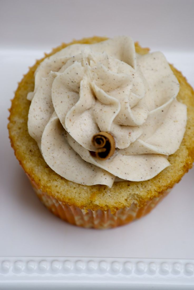 The Culinary Enthusiast: Vanilla Chai Cupcakes with Cinnamon Buttercream Frosting