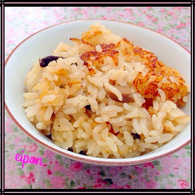 キノコはお家にあるものでいいです。 私は自家製の干し椎茸を使いました。 一味違う美味しい炊き込みごはんになりました〜〜(-_^)お試しあーれ‼︎ - 28件のもぐもぐ - 松茸の味お吸い物で炊き込みご飯♡ by harupyonei5