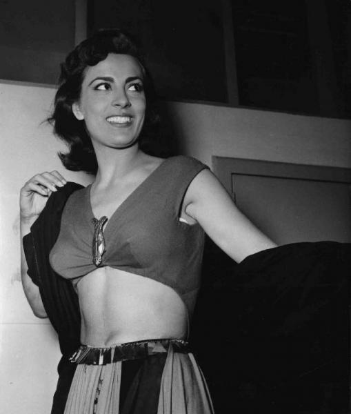 """Set del film """"Attila"""" - Regia Pietro Francisci - 1954 - L'attrice Irene Papas"""
