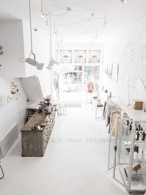 Amsterdam / Cottoncake : concept-store  aux murs blancs /