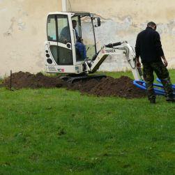 Nadzór archeologiczny nad wykopami liniowymi.