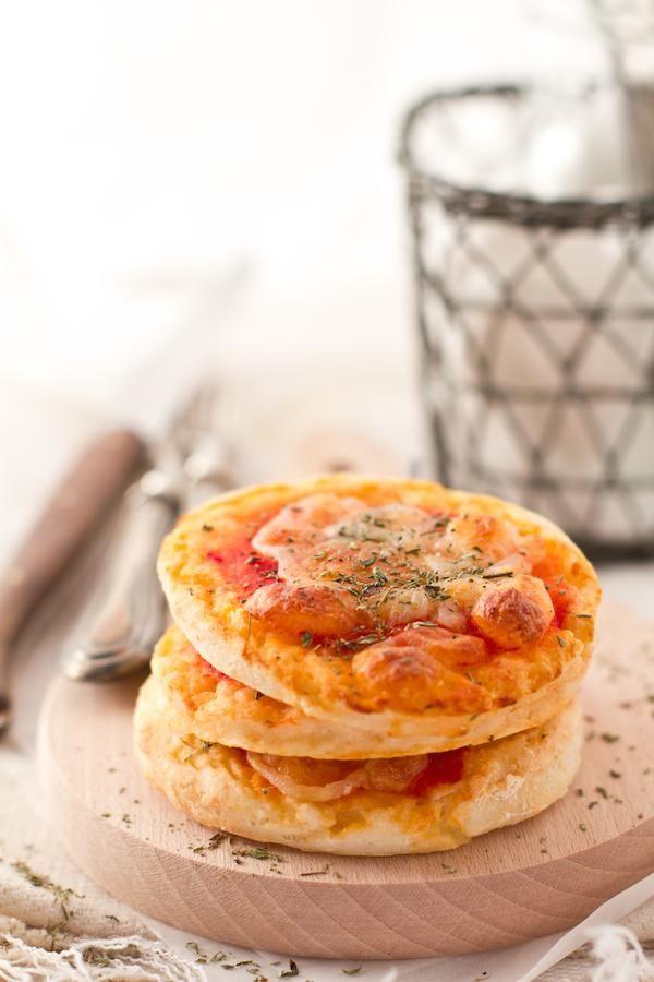 Pizzette con yogurt greco INGREDIENTI 250 g di farina 00 250 g di yogurt greco 1 cucchiaino di sale