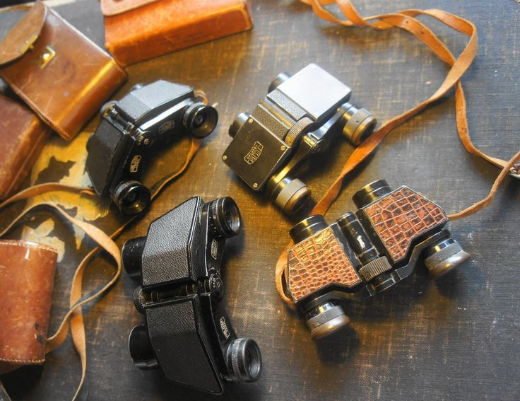 "Tre Zeiss og en Møller kikkert fra 20'erne. De repræsenterer en ny retning i design, baseret på et specielt prisme system som tillod disse ""flade"" kikkerter.   Zeiss Telita one (1923-1926) and two. 6X18 (1927-1943 Turita 8X24.(1928.1943). Moller/Wedel ""Tourix"" 6X22, (1923-1927). Four Binoculars in family, All with rooftop prisms, in fact the Moller Tourix inspired Zeiss for a compleat new line of designs, so to be able, they made a hostile take over of Mollers shares, and when they owned the…"