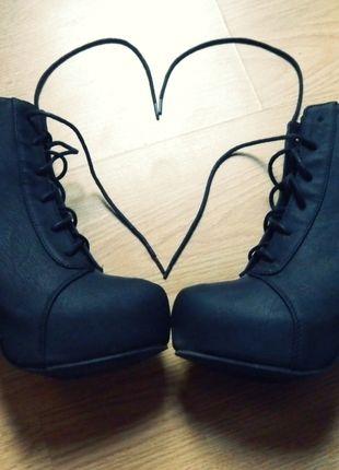 Kup mój przedmiot na #vintedpl http://www.vinted.pl/damskie-obuwie/botki/10304585-czarne-lity-39-hm