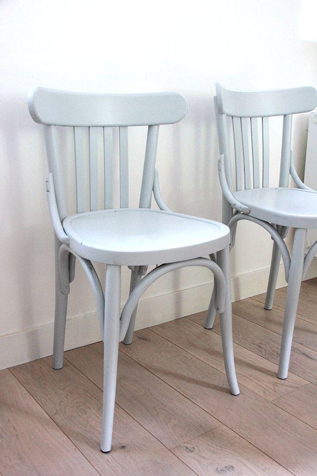 Poligöm / Mes chaises de bistrot en Skylight de Farrow & Ball